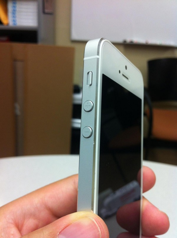 Aumento do controlo de qualidade do iPhone 5 atrasa a sua produo