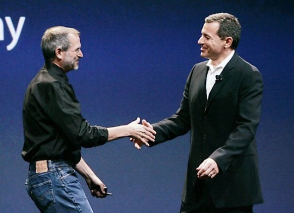 Bob-Iger-and-Steve-Jobs-announce-Disney-movies-on-iTunes-in-September-2005